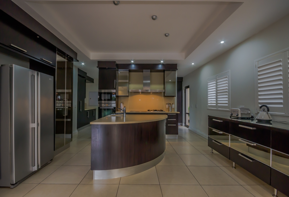 8 tinderwood fully-fitted kitchen